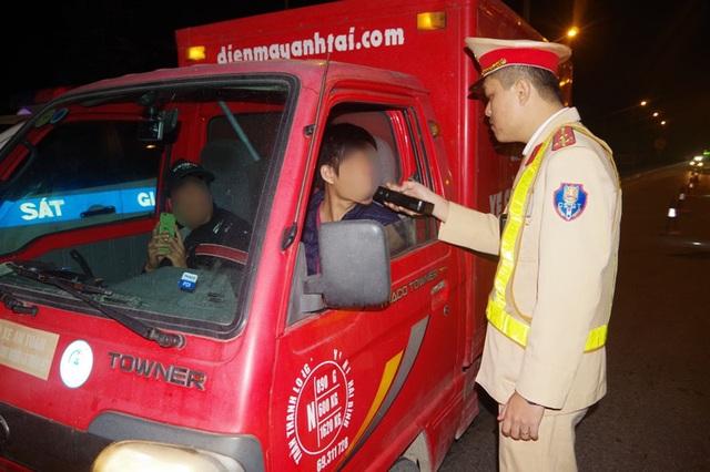 Hà Nam: Xử lý 27 tài xế vi phạm nồng độ cồn, thu 220 triệu đồng - 1
