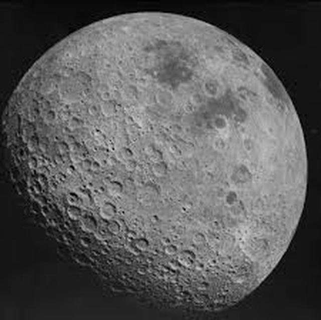 Những hình ảnh đáng kinh ngạc về mảng tối hiếm thấy của Mặt trăng - 1