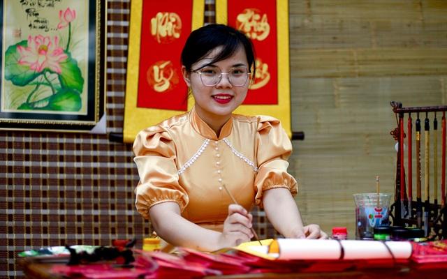 Bà đồ trên phố Sài Gòn.jpg