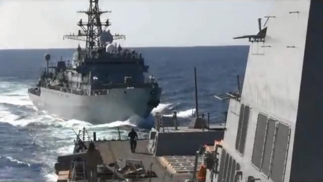 Tàu chiến Nga bị tố suýt đâm trúng tàu Mỹ - 1