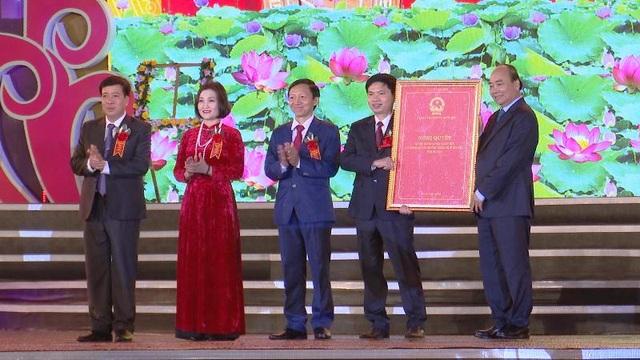 Thủ tướng trao cho Hà Nam chứng nhận thành lập thị xã Duy Tiên