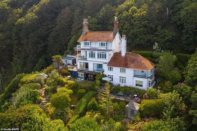 Ngôi nhà clifftop tuyệt đẹp tự chênh vênh trên vách núi trị giá hơn 60 tỷ đồng - 1