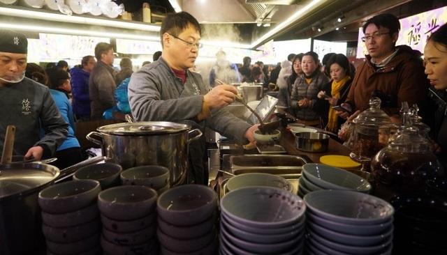 Tỉnh 80 triệu dân tuyên bố chỉ có 17 người nghèo, cả Trung Quốc rung động - 2