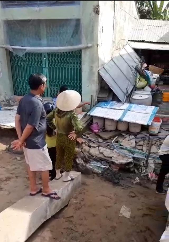 """Sóc Trăng: Thêm 3 nhà dân bị """"nuốt"""" xuống sông - 4"""
