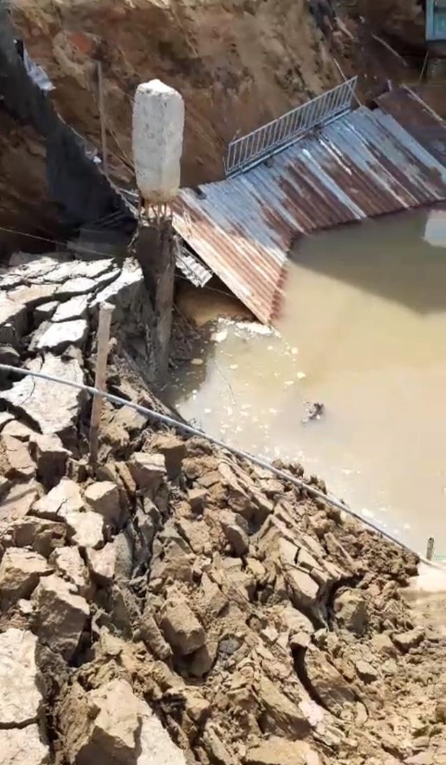 """Sóc Trăng: Thêm 3 nhà dân bị """"nuốt"""" xuống sông - 3"""