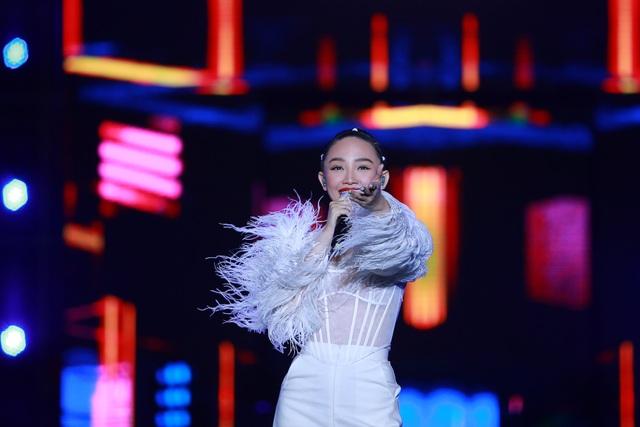 """""""2020 K-Pop Super Concert"""": Người hâm mộ đội mưa cuồng nhiệt cổ vũ thần tượng  - 2"""