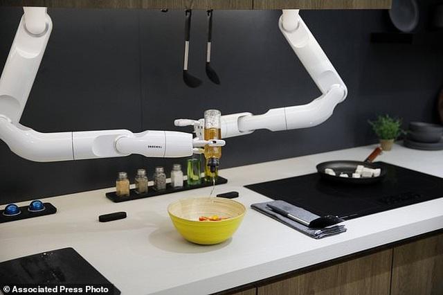 Xem robot trổ tài nấu ăn như người thật - 4