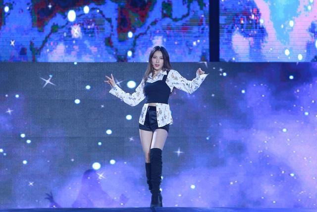 """""""2020 K-Pop Super Concert"""": Người hâm mộ đội mưa cuồng nhiệt cổ vũ thần tượng  - 3"""