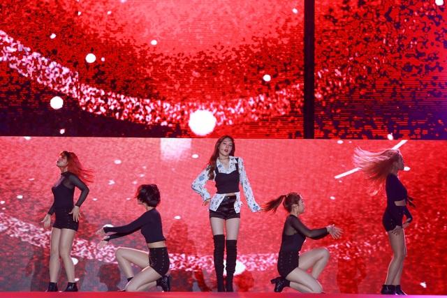 Ngắm lại màn trình diễn khiến fan phát cuồng của EXO-SC, Taemin - 4