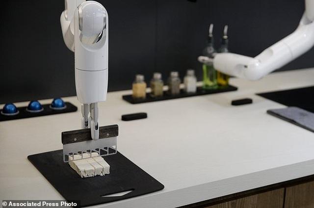 Xem robot trổ tài nấu ăn như người thật - 5