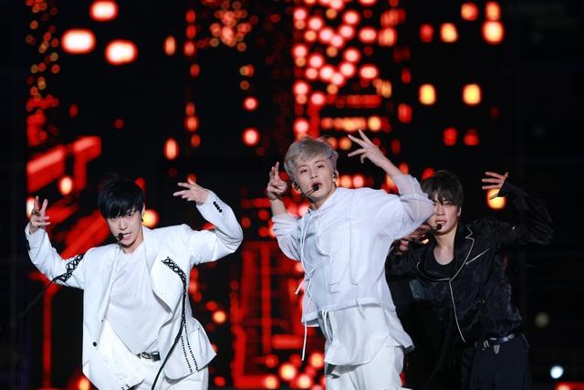 Ngắm lại màn trình diễn khiến fan phát cuồng của EXO-SC, Taemin - 15
