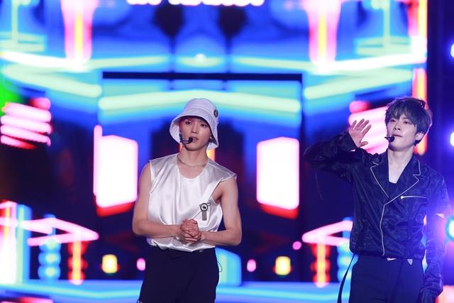 Ngắm lại màn trình diễn khiến fan phát cuồng của EXO-SC, Taemin - 14