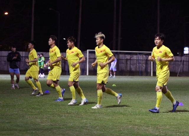 HLV Park Hang Seo gặp riêng Quang Hải trước trận gặp U23 Jordan - 13