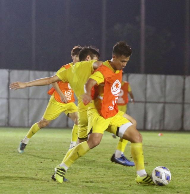HLV Park Hang Seo gặp riêng Quang Hải trước trận gặp U23 Jordan - 1