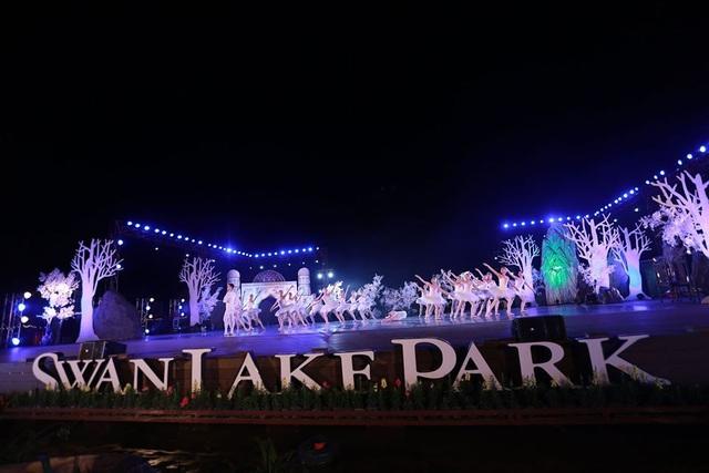Vở múa kinh điển Hồ Thiên Nga tái xuất ấn tượng với khán giả Việt Nam giữa hồ Ecopark - 6