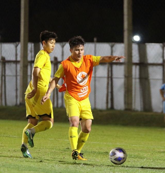 HLV Park Hang Seo gặp riêng Quang Hải trước trận gặp U23 Jordan - 9