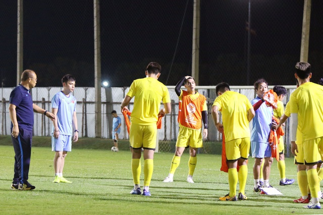 HLV Park Hang Seo gặp riêng Quang Hải trước trận gặp U23 Jordan - 5
