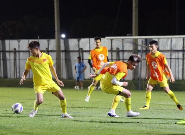HLV Park Hang Seo gặp riêng Quang Hải trước trận gặp U23 Jordan - 6