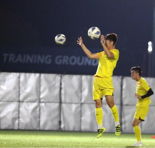 HLV Park Hang Seo gặp riêng Quang Hải trước trận gặp U23 Jordan - 7