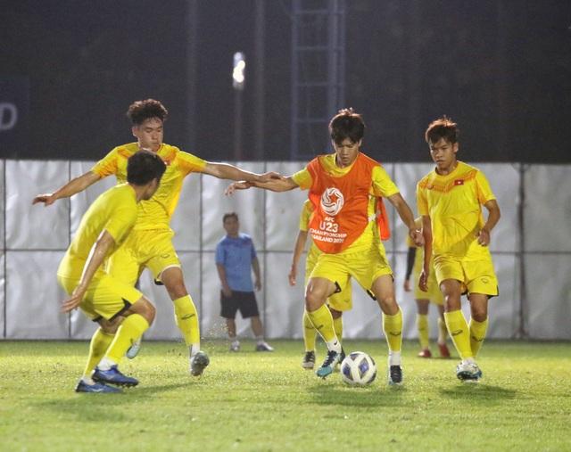 HLV Park Hang Seo gặp riêng Quang Hải trước trận gặp U23 Jordan - 3