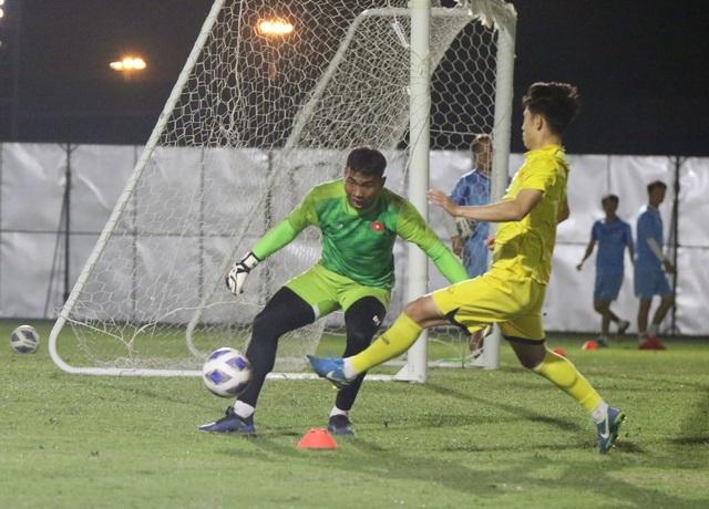 HLV Park Hang Seo gặp riêng Quang Hải trước trận gặp U23 Jordan - 2