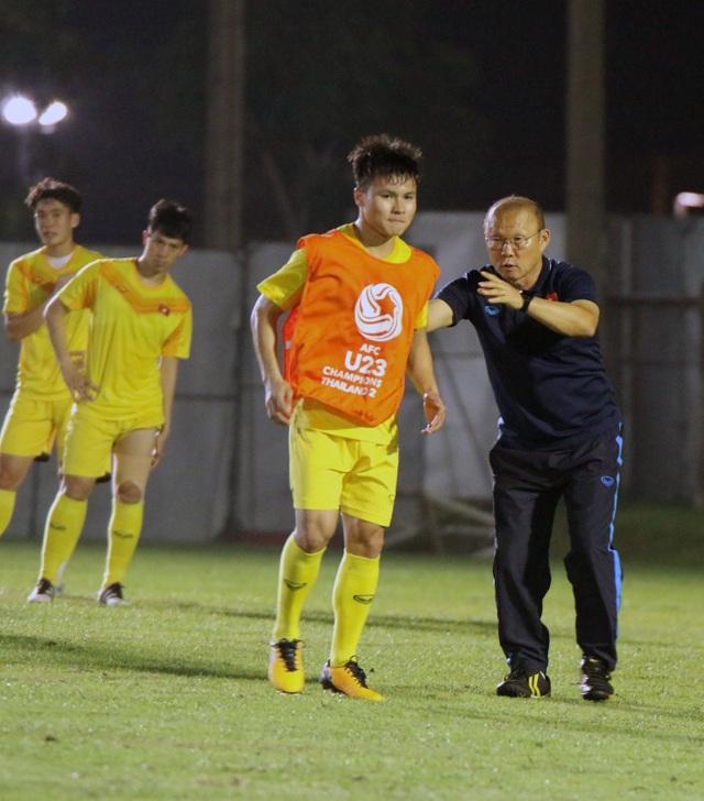 HLV Park Hang Seo gặp riêng Quang Hải trước trận gặp U23 Jordan - 4