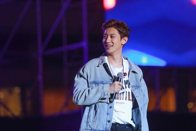 """""""2020 K-Pop Super Concert"""": Người hâm mộ đội mưa cuồng nhiệt cổ vũ thần tượng  - 7"""