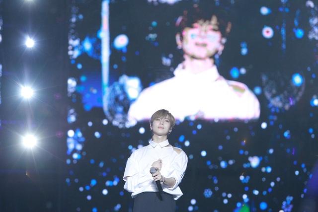 """""""2020 K-Pop Super Concert"""": Người hâm mộ đội mưa cuồng nhiệt cổ vũ thần tượng  - 10"""