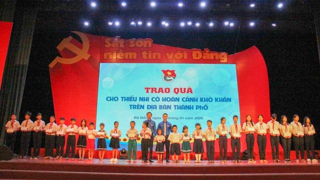 Đà Nẵng: Trao 100 suất quà Tết đến học sinh có hoàn cảnh khó khăn - 1