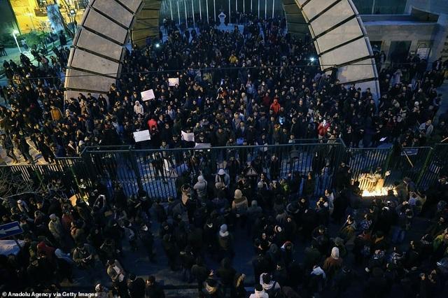 Người Iran biểu tình đòi lãnh đạo từ chức sau vụ bắn nhầm máy bay - 3