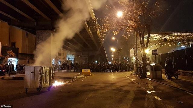 Người Iran biểu tình đòi lãnh đạo từ chức sau vụ bắn nhầm máy bay - 6