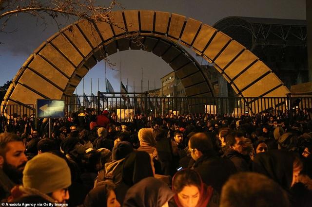 Người Iran biểu tình đòi lãnh đạo từ chức sau vụ bắn nhầm máy bay - 5