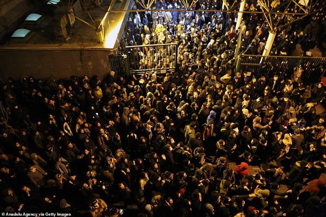 Người Iran biểu tình đòi lãnh đạo từ chức sau vụ bắn nhầm máy bay - 2