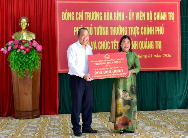 Phó Thủ tướng tặng Quỹ khuyến học tại Quảng Trị 400 triệu đồng - 1