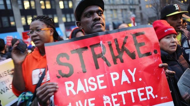 Nghiên cứu mới: Tăng lương tối thiểu 1 USD cứu được hàng nghìn người tự tử - 1
