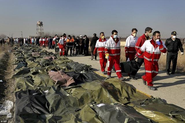 Người Iran biểu tình đòi lãnh đạo từ chức sau vụ bắn nhầm máy bay - 11