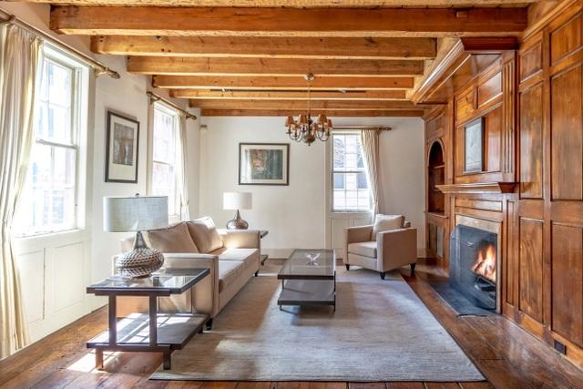 Cận cảnh ngôi nhà gỗ hàng trăm năm tuổi ở New York giá 300 tỷ, đẹp hiếm có - 2
