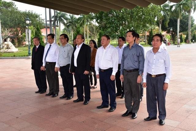 Phó Thủ tướng dâng hương tri ân các anh hùng, liệt sĩ tại thành cổ Quảng Trị - 1