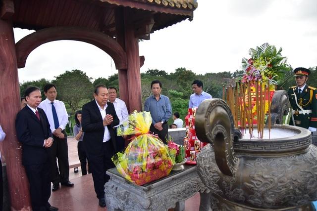 Phó Thủ tướng dâng hương tri ân các anh hùng, liệt sĩ tại thành cổ Quảng Trị - 2