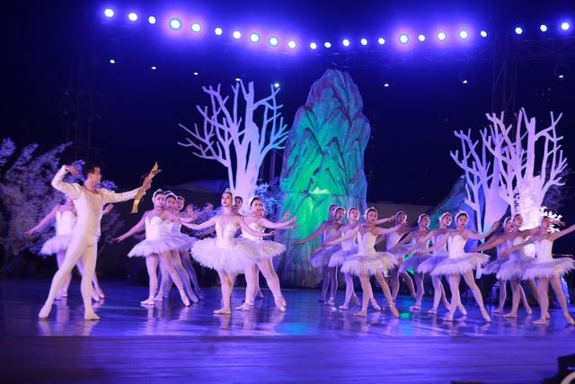Vở múa kinh điển Hồ Thiên Nga tái xuất ấn tượng với khán giả Việt Nam giữa hồ Ecopark - 13