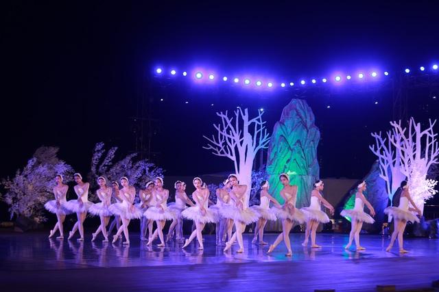 Vở múa kinh điển Hồ Thiên Nga tái xuất ấn tượng với khán giả Việt Nam giữa hồ Ecopark - 8
