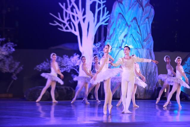 Vở múa kinh điển Hồ Thiên Nga tái xuất ấn tượng với khán giả Việt Nam giữa hồ Ecopark - 14