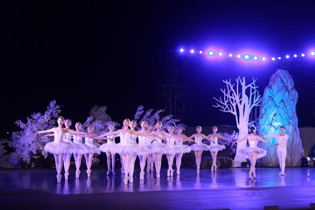 Vở múa kinh điển Hồ Thiên Nga tái xuất ấn tượng với khán giả Việt Nam giữa hồ Ecopark - 15
