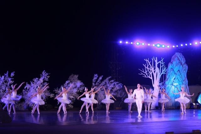 Vở múa kinh điển Hồ Thiên Nga tái xuất ấn tượng với khán giả Việt Nam giữa hồ Ecopark - 10