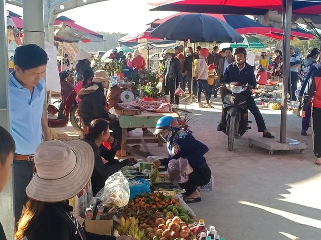 Chợ phiên cuối tuần trên vùng biên Cao Nguyên - 3