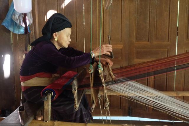 Độc đáo ngôi làng người Thái cổ nằm lọt thỏm giữa rừng ở Nghệ An - 6