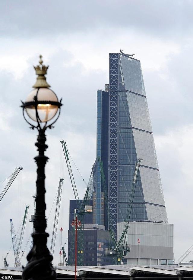 Trùm BĐS Trung Quốc gây choáng với việc phá vỡ kỷ lục mua siêu biệt thự tại Anh - 3