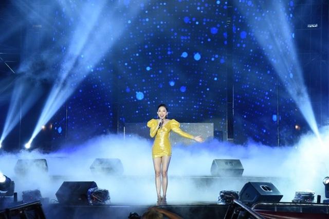 """Dàn sao Việt """"đốt cháy"""" đại nhạc hội siêu khủng khởi động F1 - 4"""