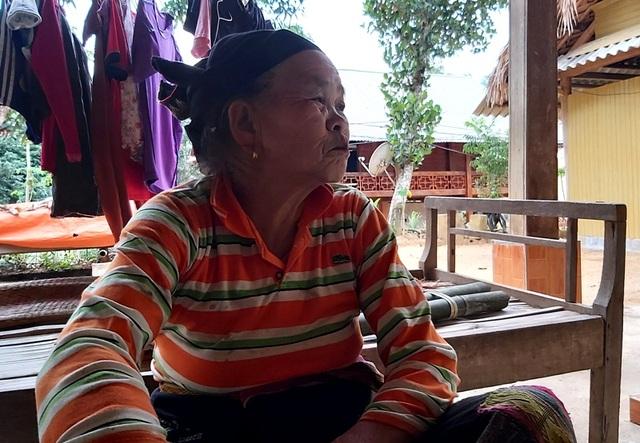 Thanh Hoá: Cận Tết, nhiều cụ bà gần 70 tuổi vẫn băng rừng, lội suối hái lá dong - 13