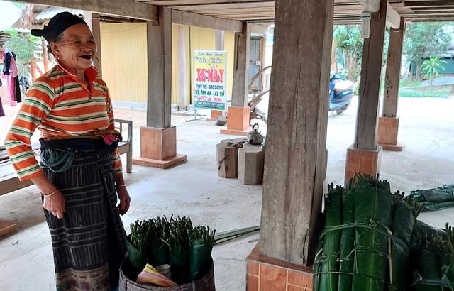 Thanh Hoá: Cận Tết, nhiều cụ bà gần 70 tuổi vẫn băng rừng, lội suối hái lá dong - 11